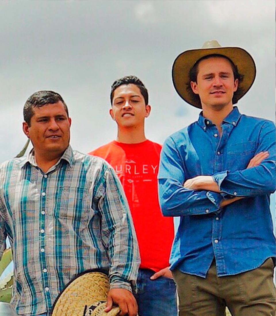 http://burritofiestero.com/wp-content/uploads/2020/05/BurritoFiestero_Community_ArturoConde.jpg